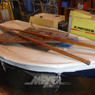 Ruderboot mit Abdeckung