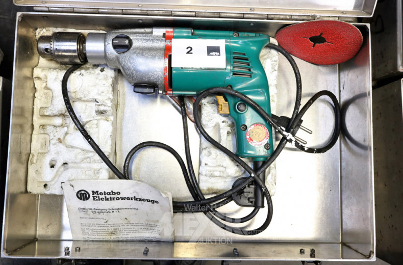 Elektro-Bohrmaschine im Kasten