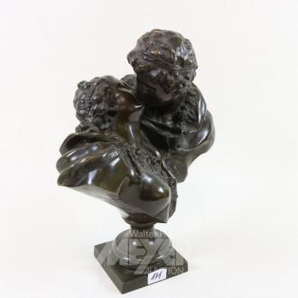 gr. Bronzegruppe ''Der Kuß''