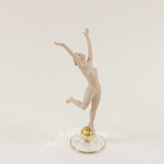 Porzellanfigur, ''Tanzende auf Kugel''