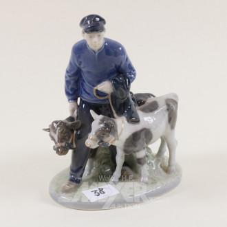 Porzellanfigur, ''Bauer mit Kälbern''