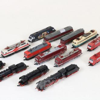 14 Modell-Loks und Triebwagen, TRIX