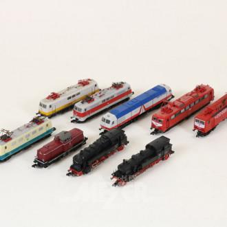 9 Modell-Loks und Triebwagen, ARNOLD