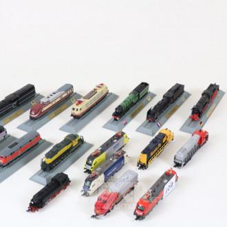 16 Modell-Loks und Triebwagen,