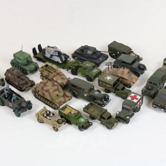 Posten div. Militärfahrzeug,
