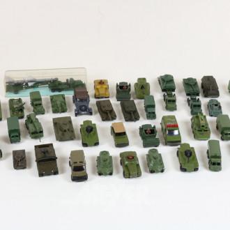 Posten div. Militärfahrzeuge,