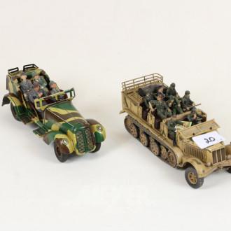 2 Militärfahrzeuge ''Limousine mit