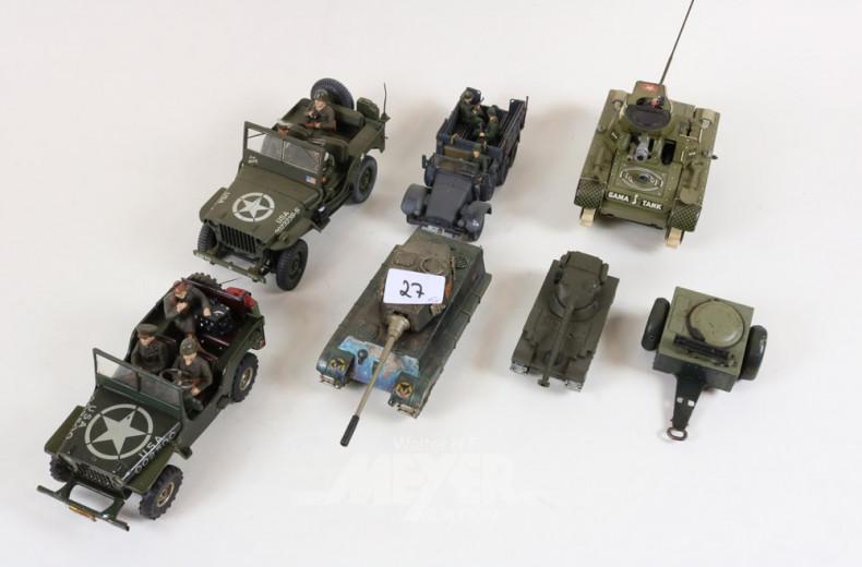 6 div. Militärfahrzeuge