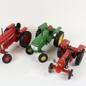 3 div. Modell-Traktoren