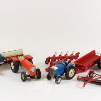 2 Modell-Traktoren, Mistwagen und