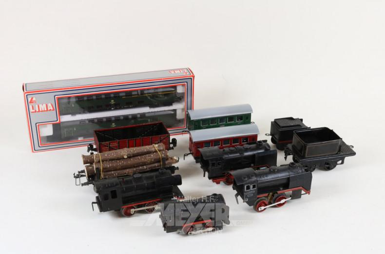 4 Loks, 2 Tender und 4 Anhänger