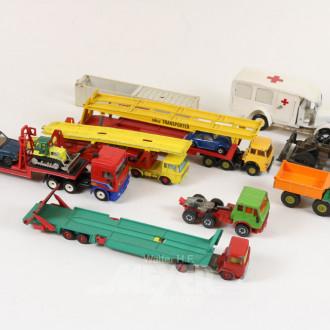Posten Modellautos und Traktoren