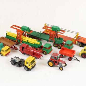 Posten Modellautos und Traktoren,