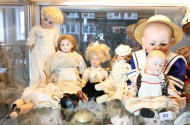9 div. Puppen