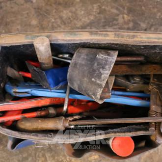 Leder-Werkzeugtasche mit Inhalt: