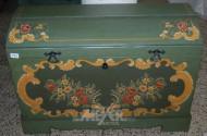 Runddeckeltruhe, grün, mit Bauernmalerei