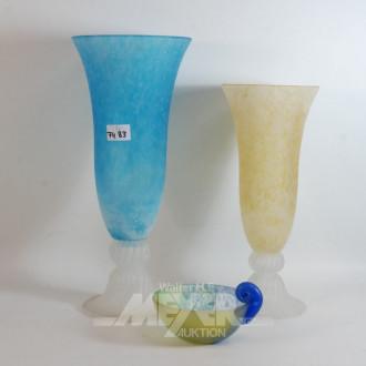 3 Teile Glas: 2 Vasen, 1 Schale, mattiert