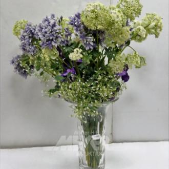 Glasvase mit Blumendeko