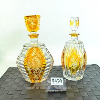 2 versch. Kristall-Karaffen, honigfarben