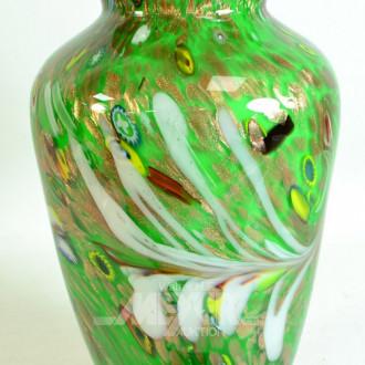 gr. schwere Glasvase, grüngrundig,