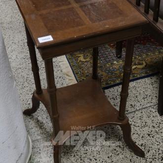 Blumensäule/Tisch, Nussbaum