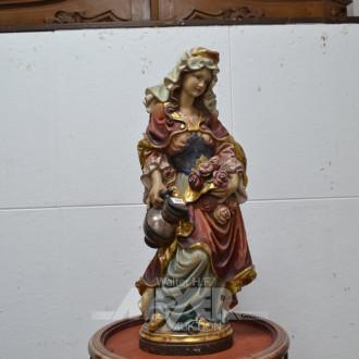 Skulptur ''Blumenmädchen'', auf Holzsockel