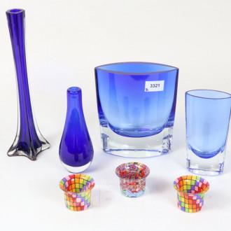 4 versch. Vasen, blau
