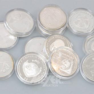 12 Silbermünzen div. Länder