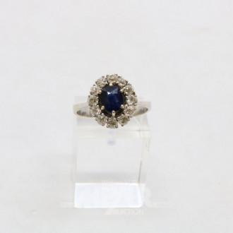 Ring in 585er WG mit 1 ovalen Safir