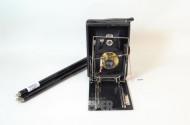 Fotokamera EXTRA-RAPID, sowie 2 Stative