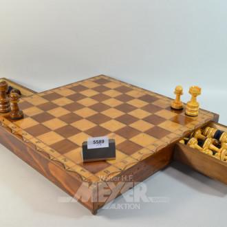 Schachspiel mit Figuren,