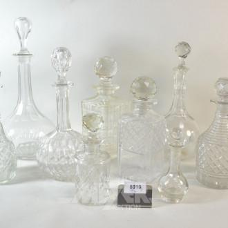 10 versch. Kristall/Glas-Karaffen: