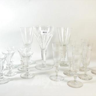 20 div. Kristall-Gläser: Likör, Wein,