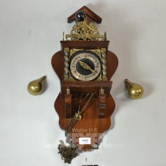 Wanduhr, Holzgehäuse, mit