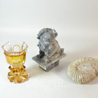 3 Teile: Fossil, Glas, Tempelhund