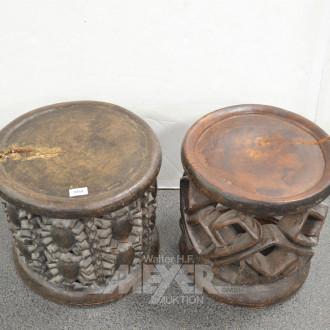 2 Trommelhocker, Holz, tlw. beschädigt