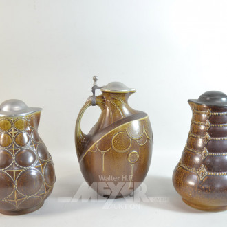 3 Keramik-Krüge mit Zinndeckel,