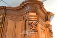 Barock-Hallenschrank, Nußbaum furniert,