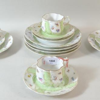 4 Porzellan Kaffee Gedecke ''Blumendekor''