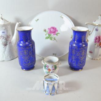 7 Teile Porzellan: Kaffekannen, Vasen,