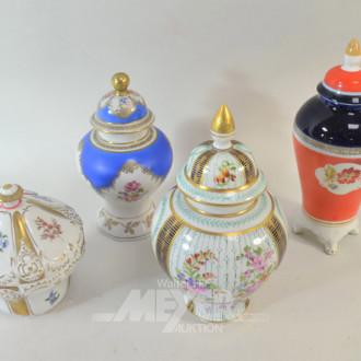 4 Porz.- Deckeldosen/Vasen, Blumendekor