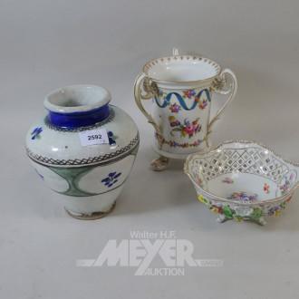 Posten Porzellan: 2 Vasen, 1 Schale