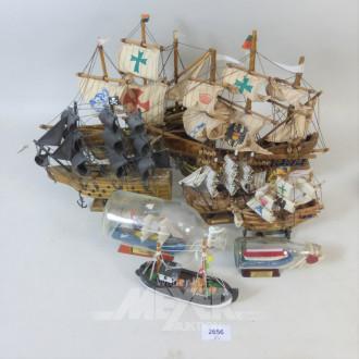6 Segelschiff-Modelle u. 2 Buddel-Schiffe