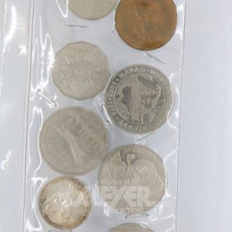 9 Medaillen und Münzen