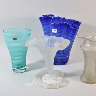 4 versch. Glasvasen