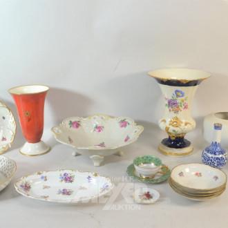 Posten Porzellanteile: Vasen, Schalen,