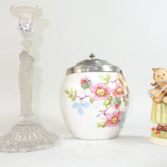 Teedose mit Blumenmotiv