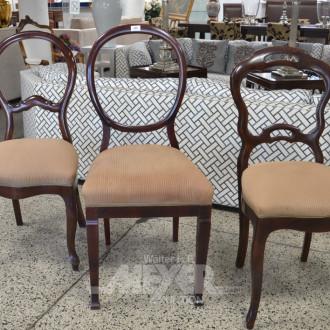 6 versch. Nussbaum Stühle