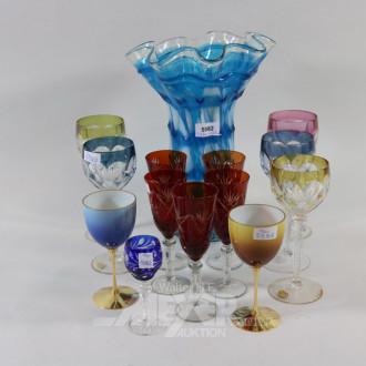 12 versch. Gläser und 1 Glasvase