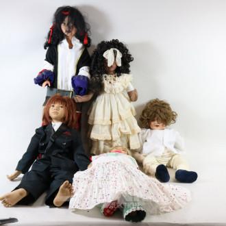 10 versch. Puppen, H: 55-80 cm